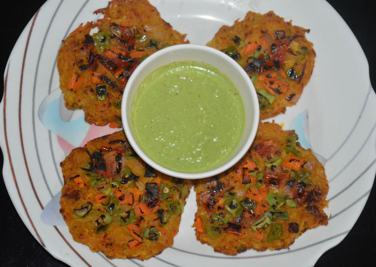 Spicy potato pancakes with green chutney/sauce