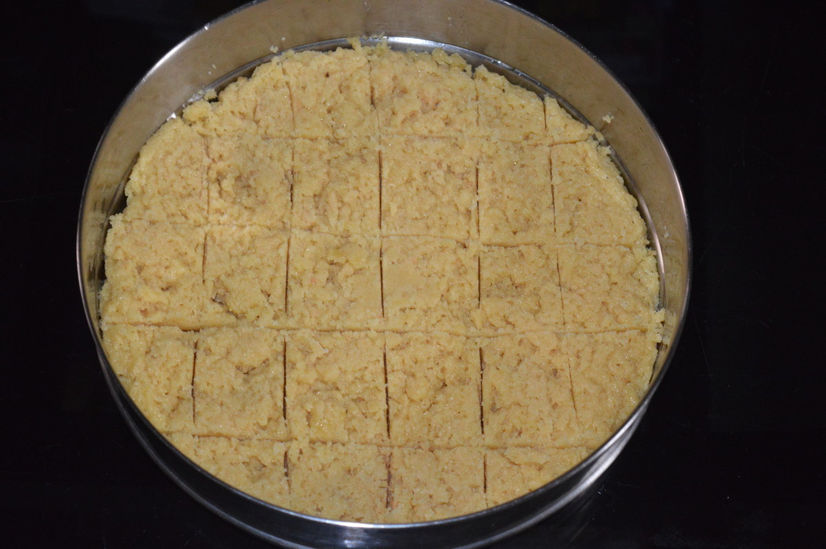 Draw square lines on the Mysore pak. Make it deeper after 10 minutes. Follow the instructions.