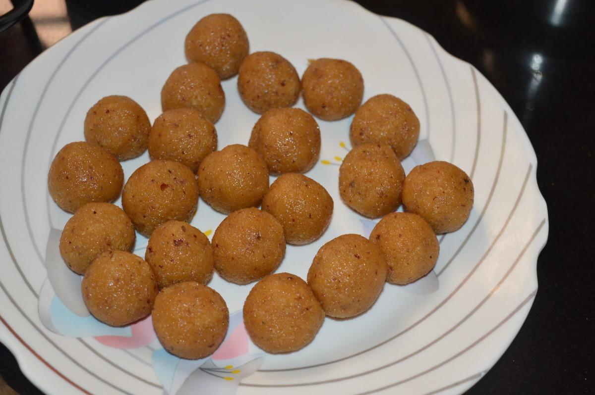 Step seven: Make small lemon-sized balls.