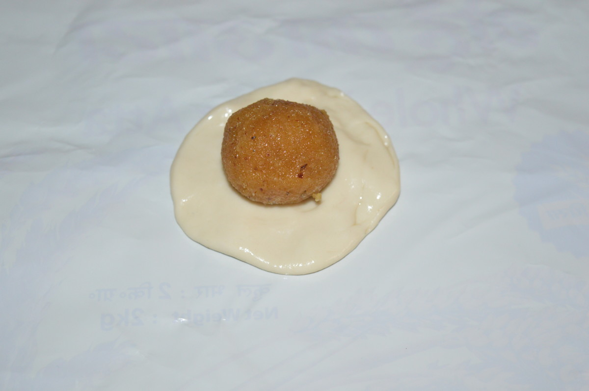 Step eight: Take equal size dough ball. Make a patty. Keep the jaggery-coconut ball in the center.