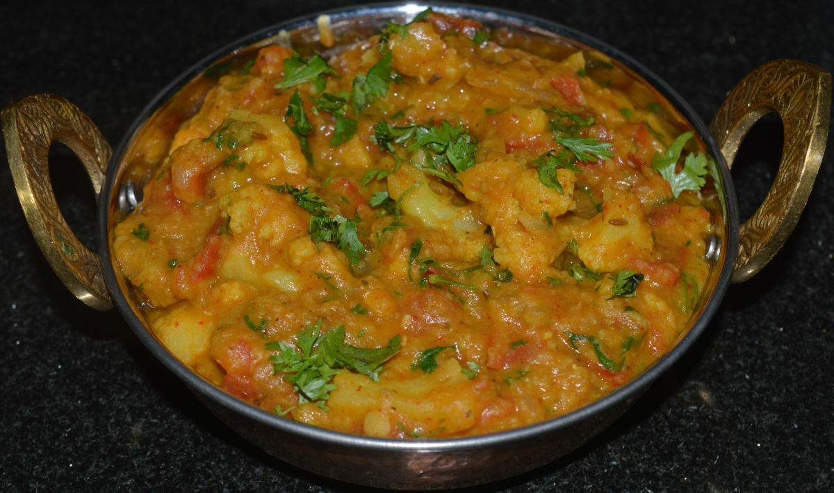 Cauliflower and red lentils curry