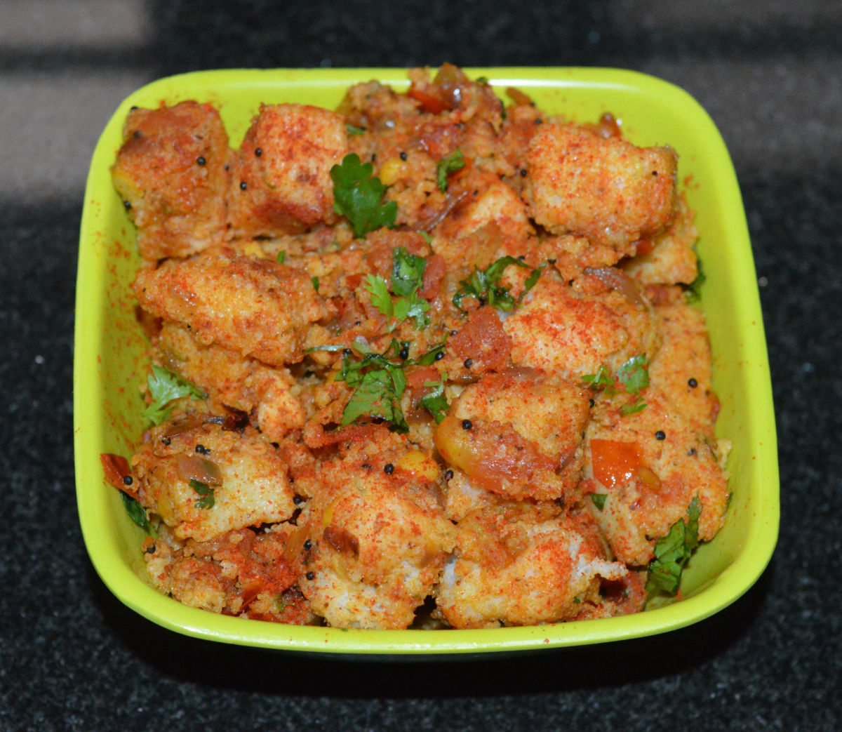 Serve spicy tava idli in a serving bowl or plate. Garnish it with finely chopped coriander leaves. Enjoy eating!