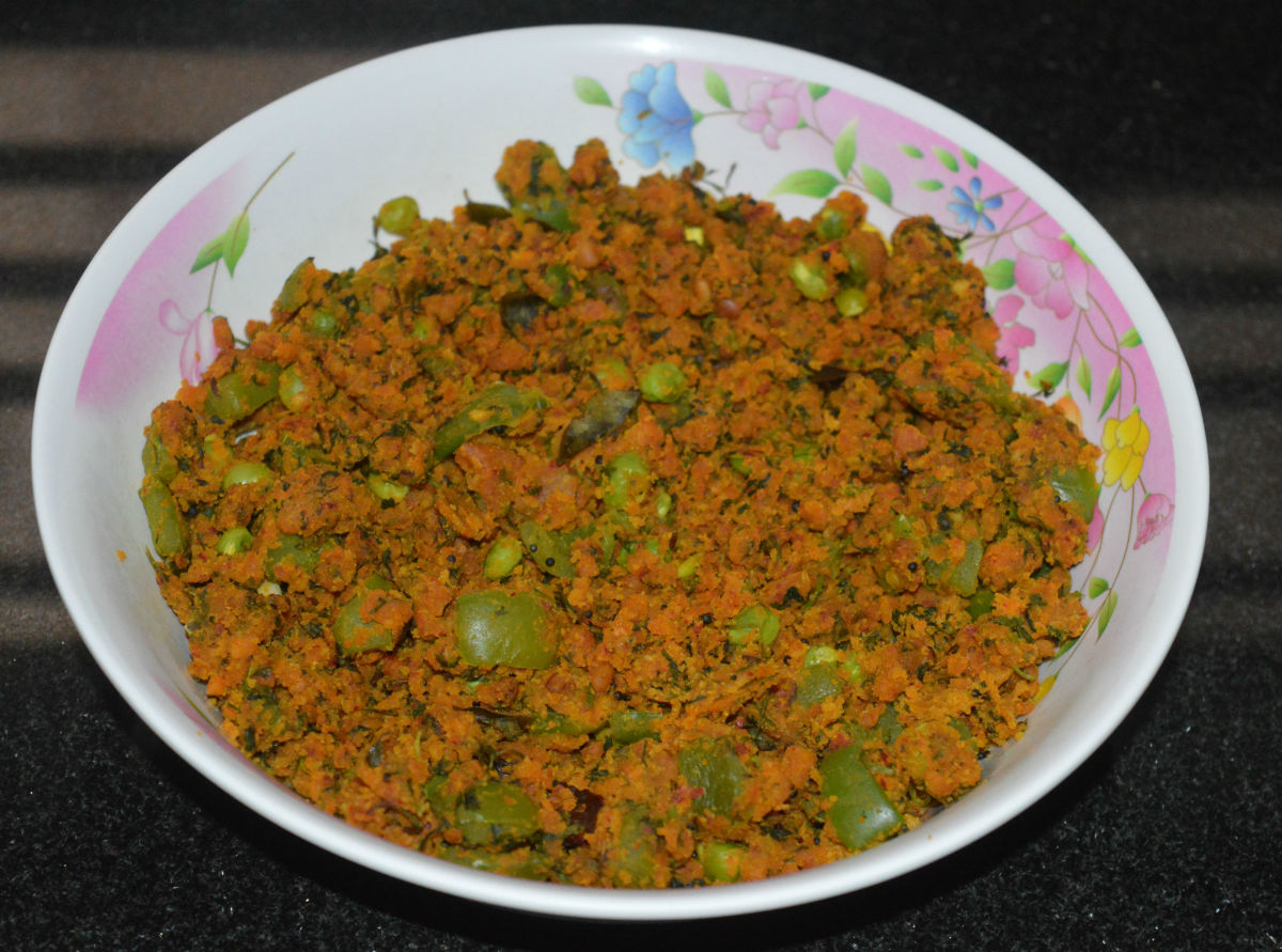 fresh-green-coriander-green-peas-patoli