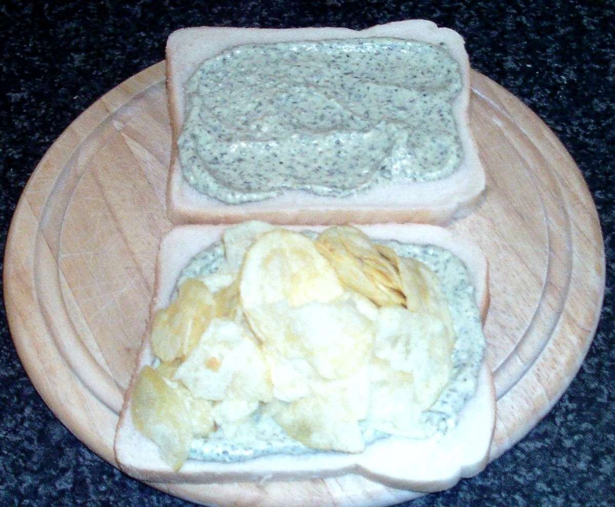 Mint sauce and houmous spread bread with salt and vinegar crisps