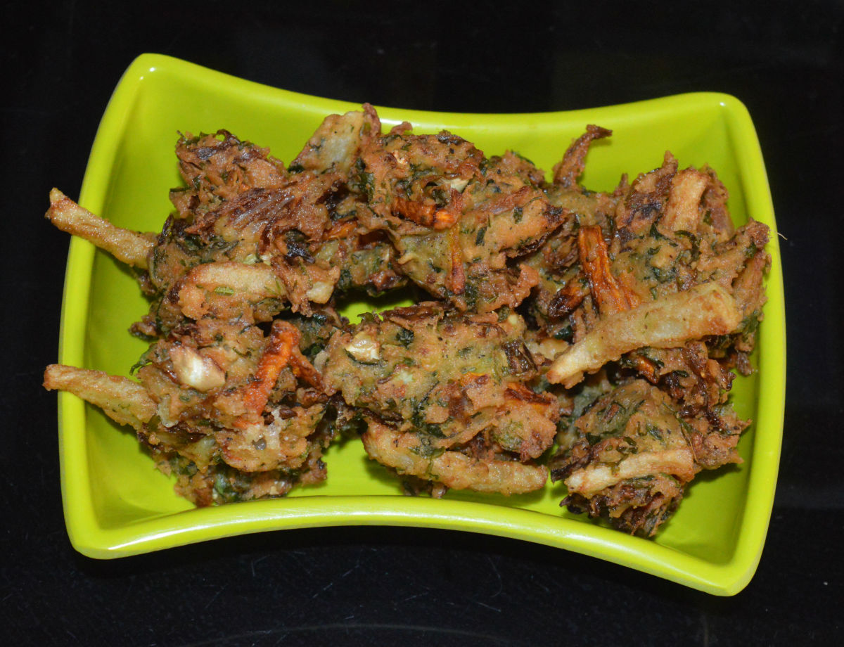 Your favorite mixed vegetable fritters or pakoras are ready to serve!