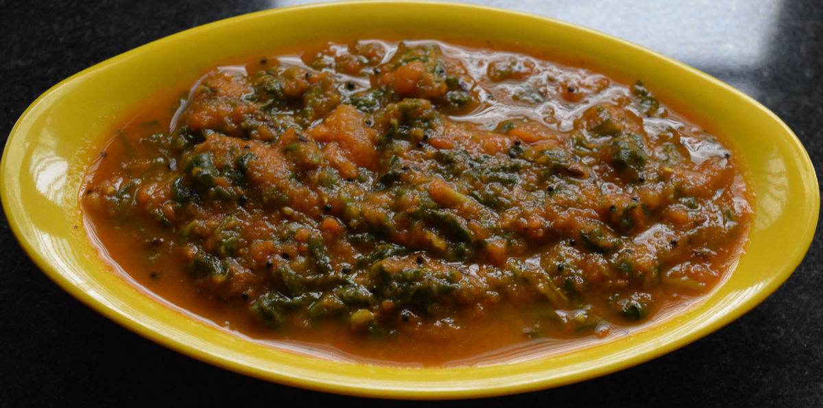 Your favorite spinach curry is ready to serve!