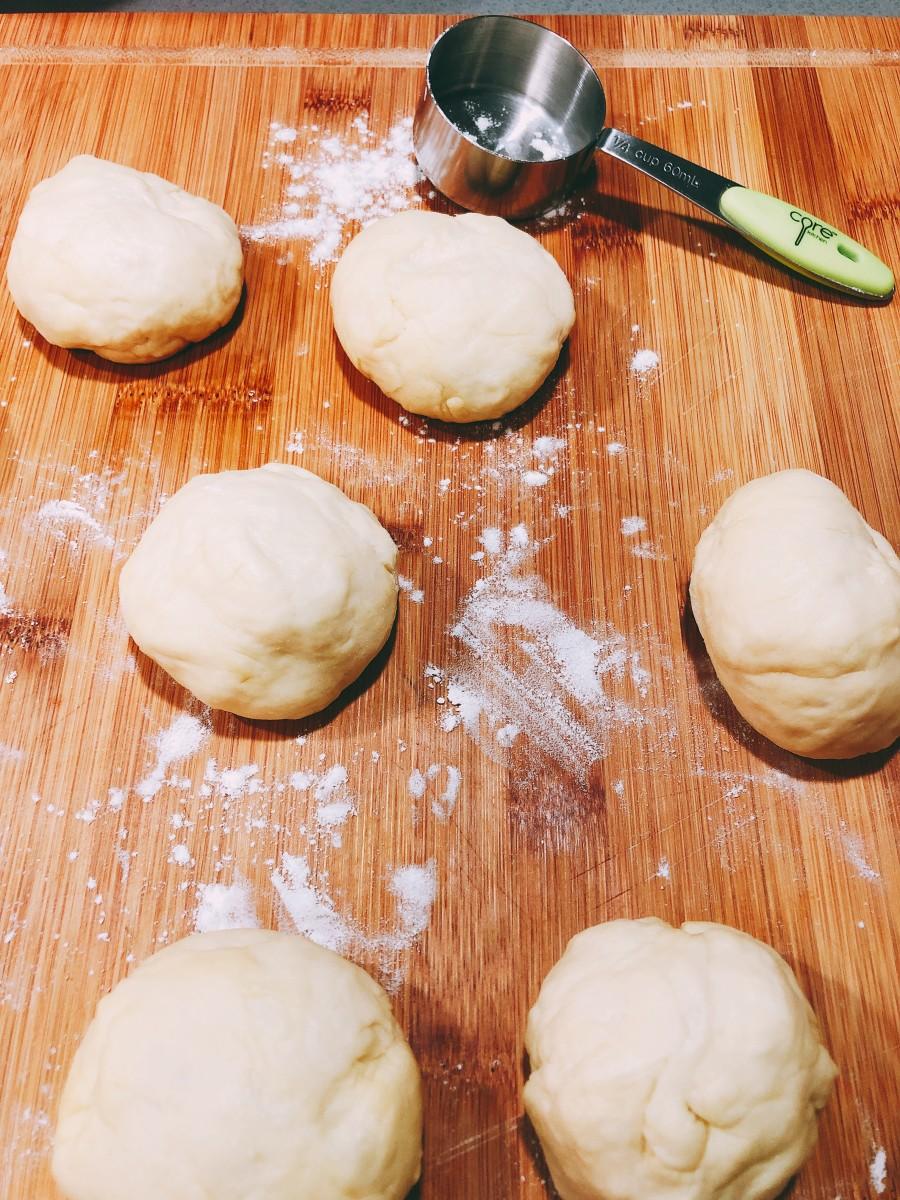 Divide dough into same size balls.