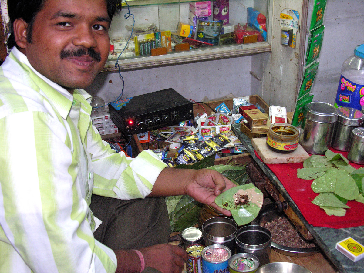paan being prepared