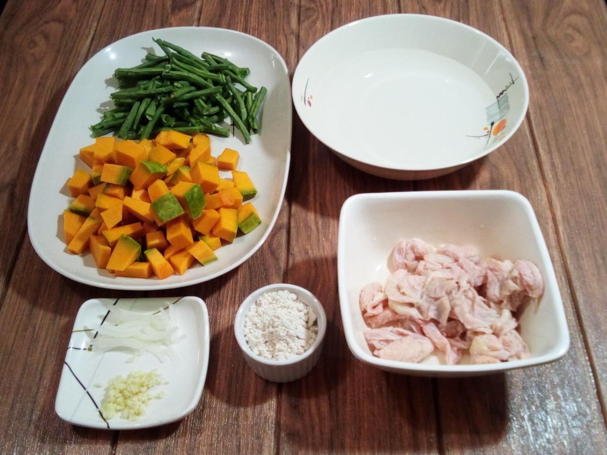 The ingredients for ginataang kalabasa at sitaw.