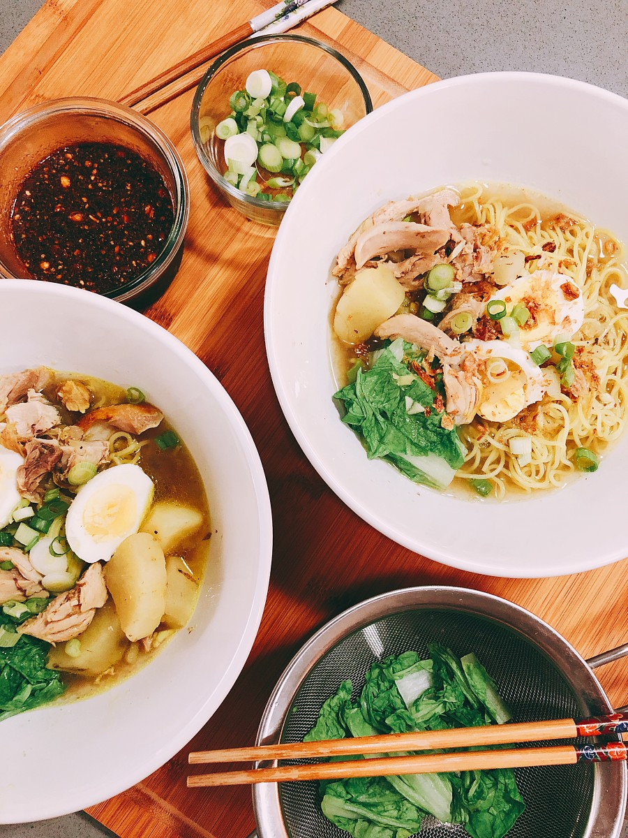 Similar to Vietnamese pho, the signature of this chicken noodle dish is the broth. It has a very intense flavor that tastes of spices such as star anise, cinnamon sticks, cloves, green cardamom, ginger, garlic, and shallots.