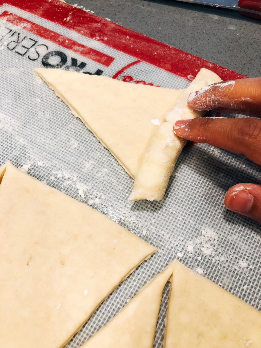 Gently roll up the dough with your fingers.