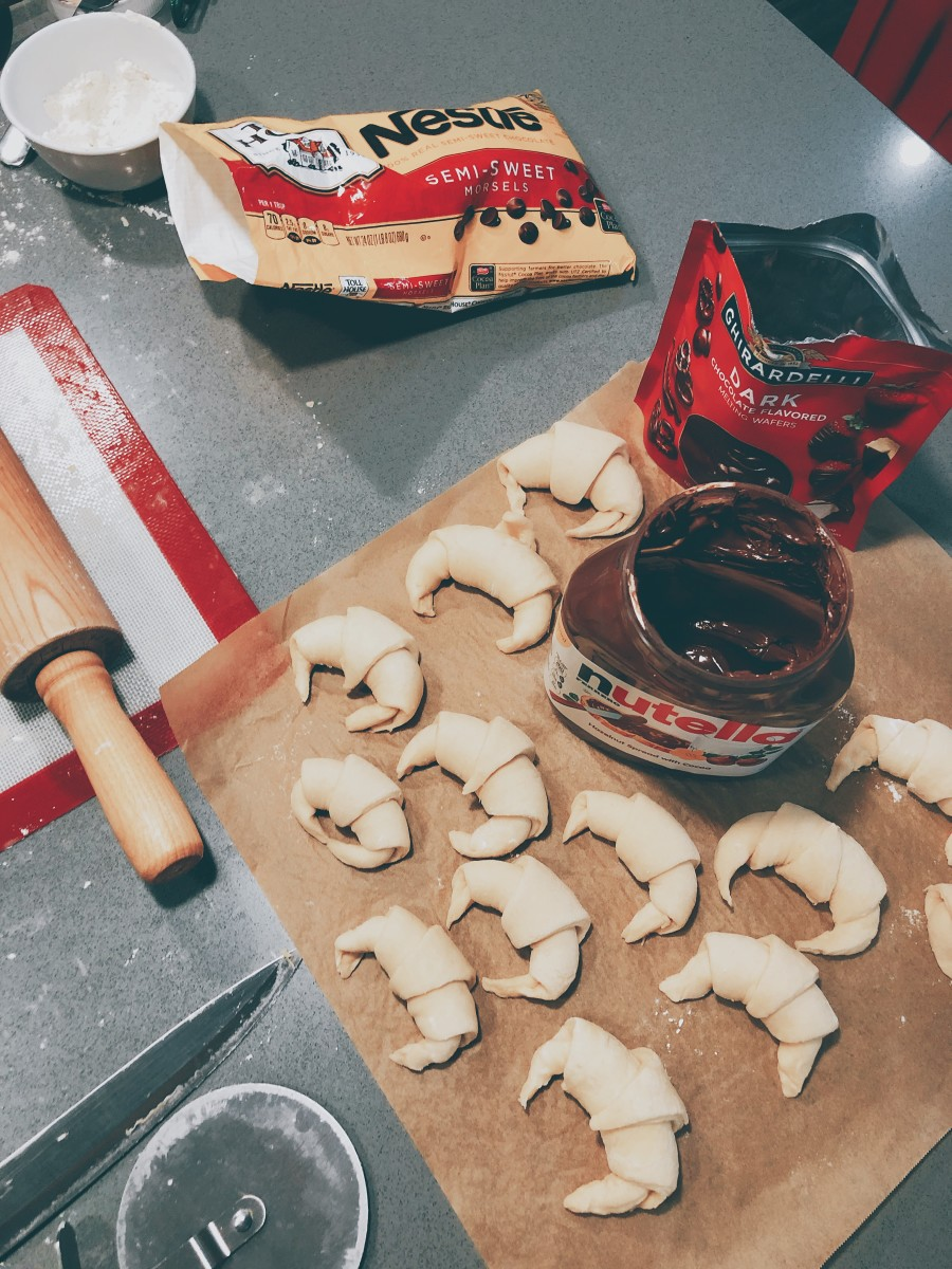 Other than chocolate spread, I also used chocolate chips and chocolate buttons to make the filled croissants.