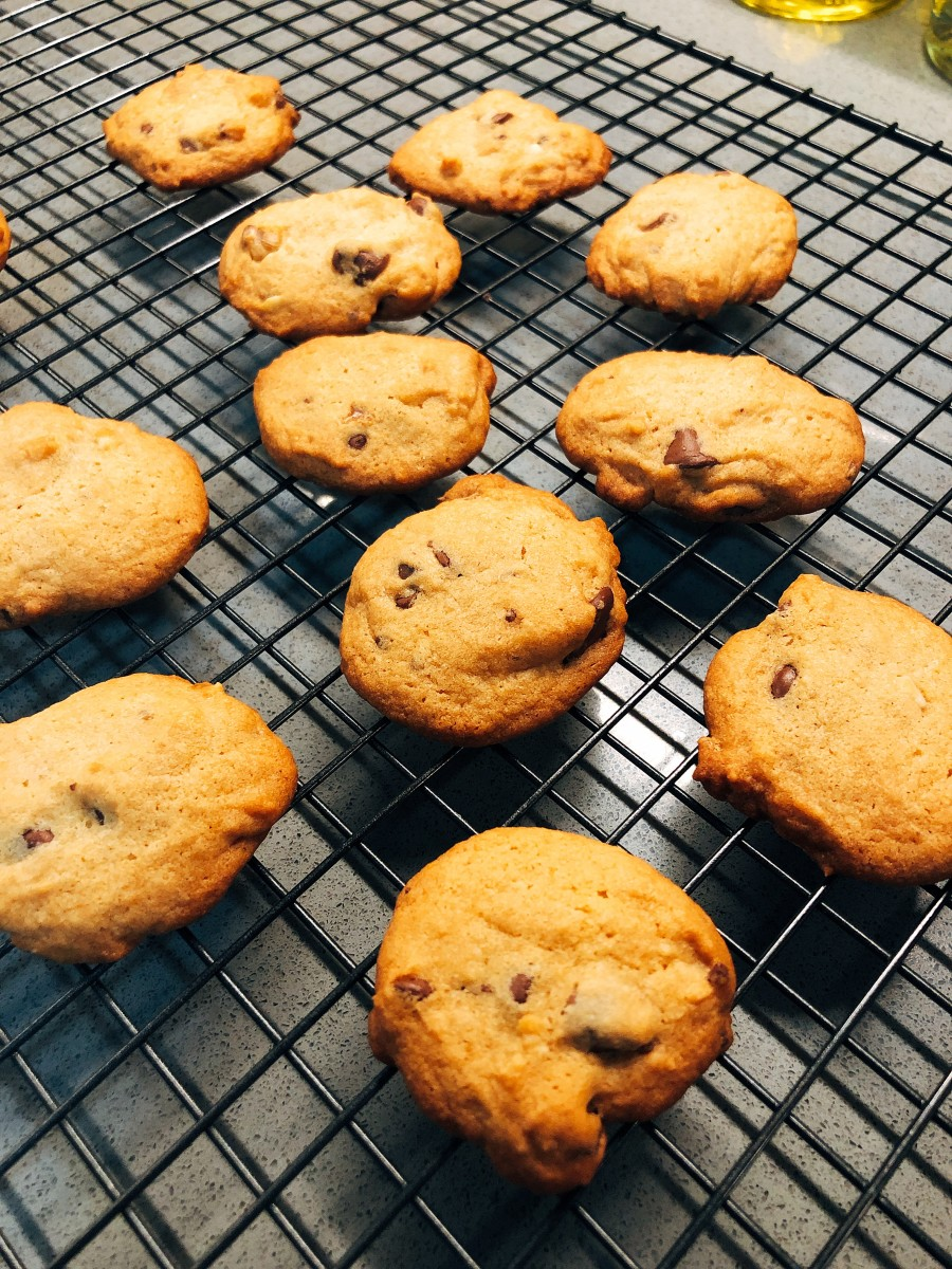 Transfer the cookies onto a wire rack.