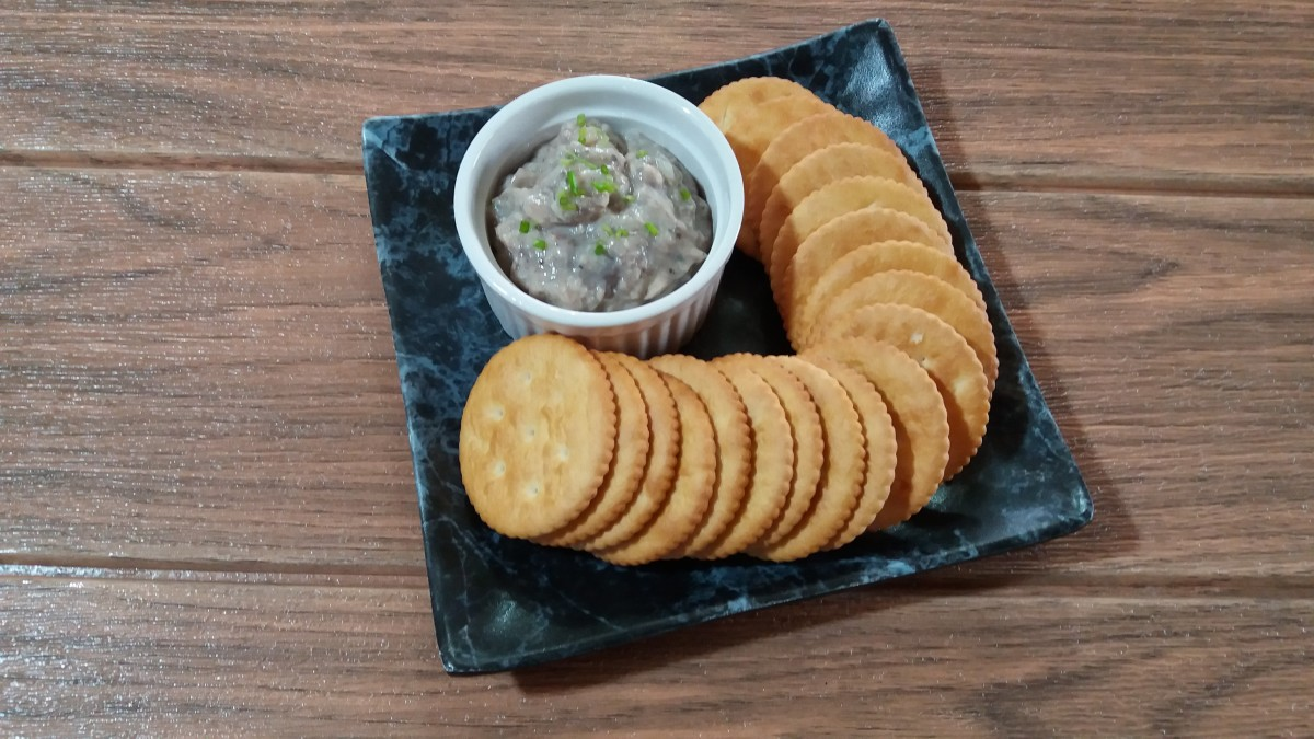 Sardine spread with crackers
