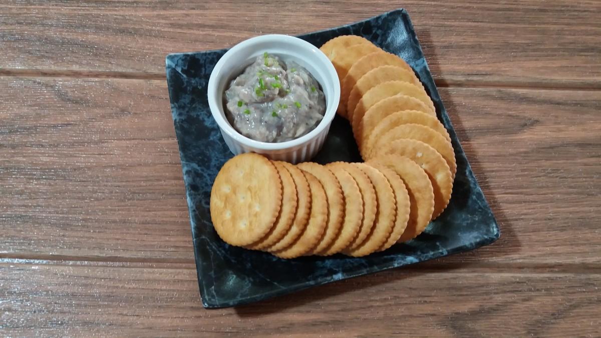 Sardine spread with crackers