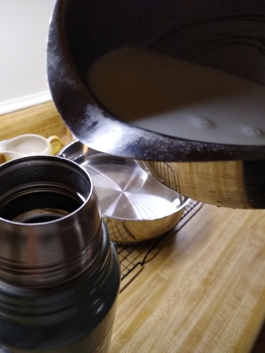 Pour blended milk and yogurt into thermos