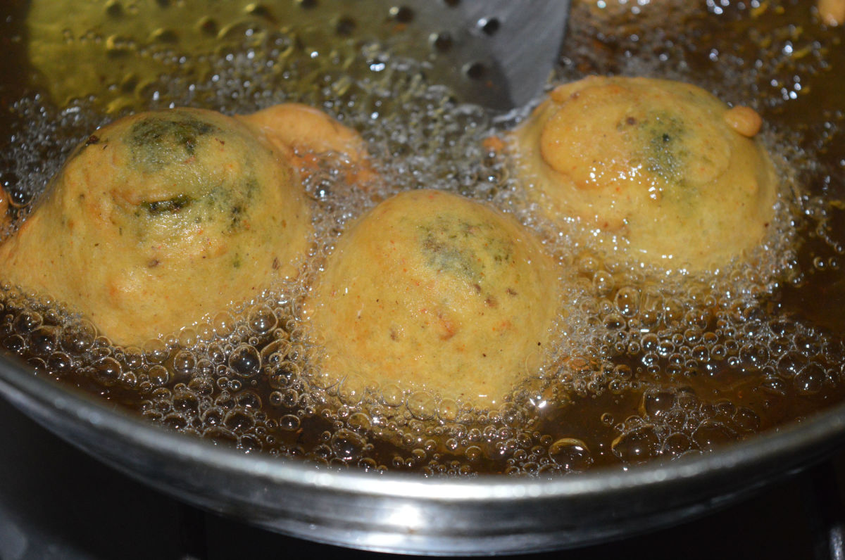 Step five: Heat the oil for deep-frying. When the oil becomes moderately hot, dip a few balls in the batter and gently slide them into the oil. Don't overcrowd them. Turn them occasionally to ensure uniform cooking on all sides.
