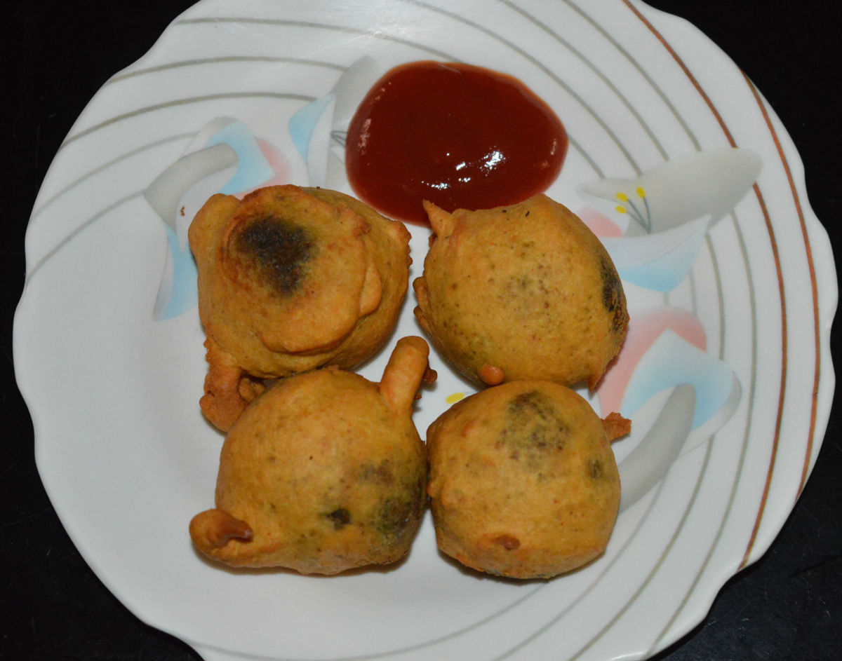 Repeat the same with the remaining balls and the batter. Your favorite leafy greens and paneer vada (bonda) is ready to eat! Serve them hot with coconut chutney or tomato sauce. Enjoy the deliciousness and irresistible flavor!