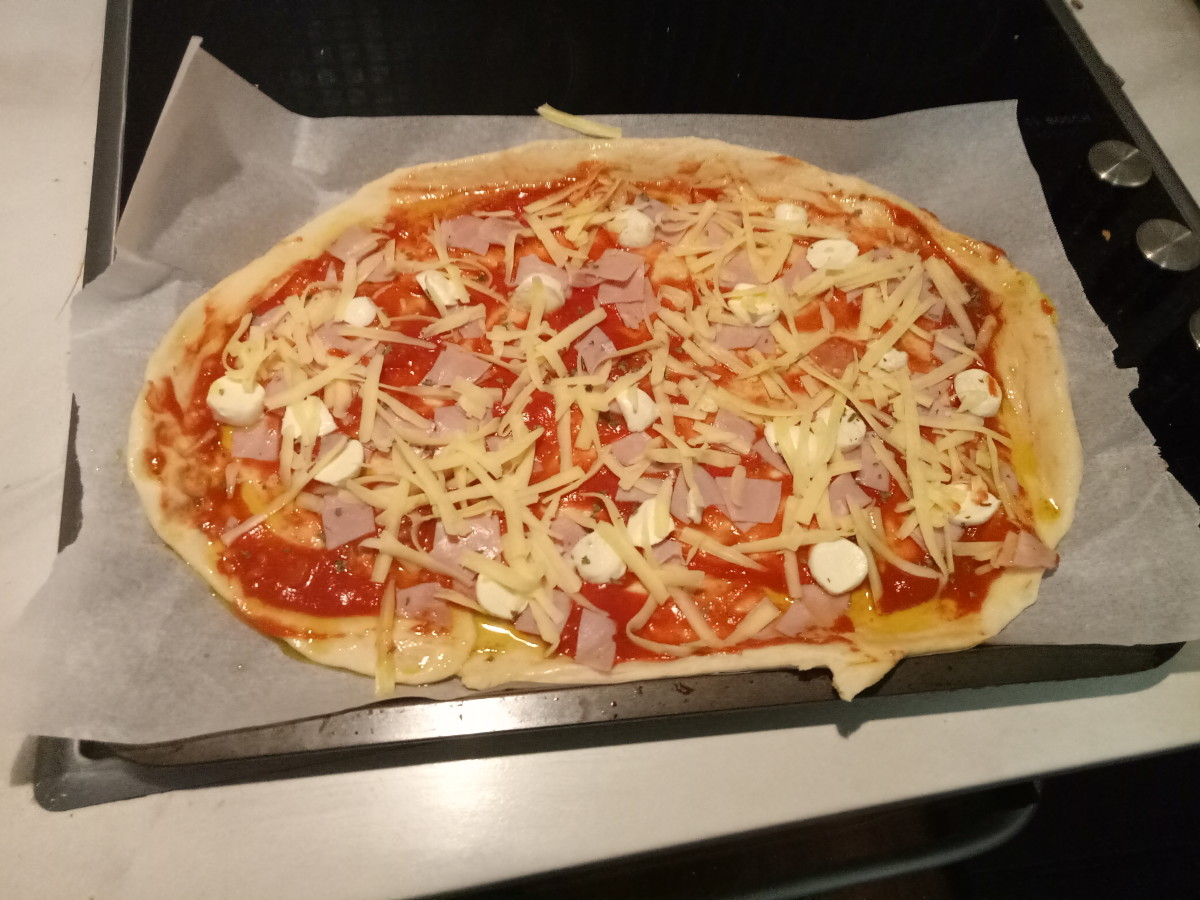 Larger, family-size pizza with tomato sauce, ham, boccacini cheese, grated chedder cheese and Italian herbs.