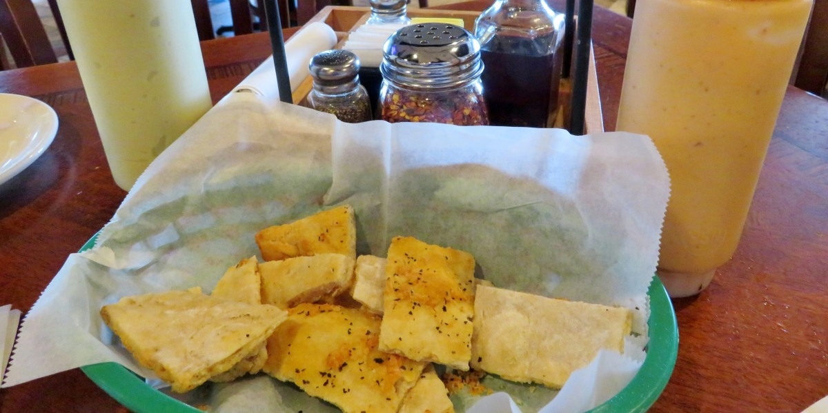 We enjoyed the complimentary basket of pizza crust pieces as we waited for our meal.