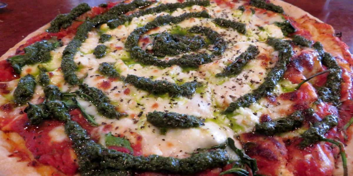 Personal pan-sized Luna Verde pizza
