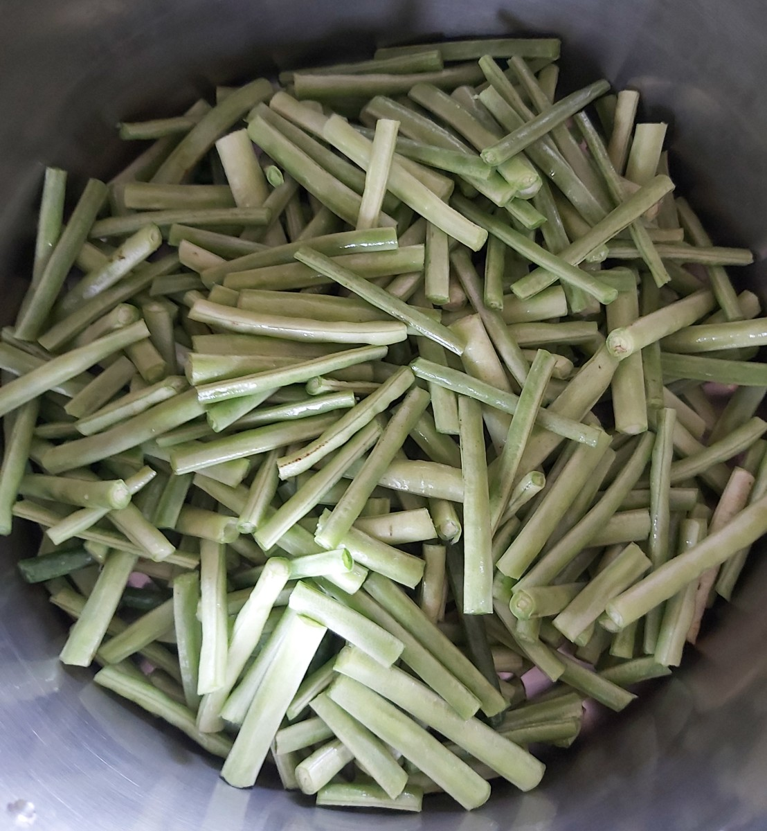 Chop the long beans into 1- to 2-inch-long pieces.