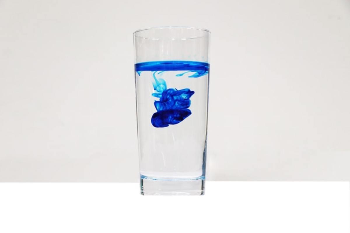 Tom Collins glass: holds 10 to 14 oz.