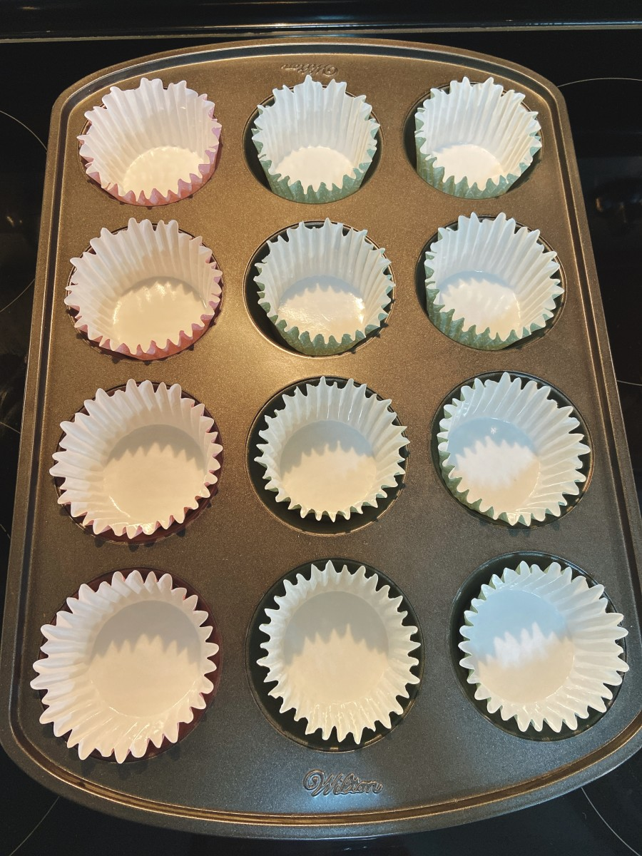 Line the baking paper on a muffin tray.