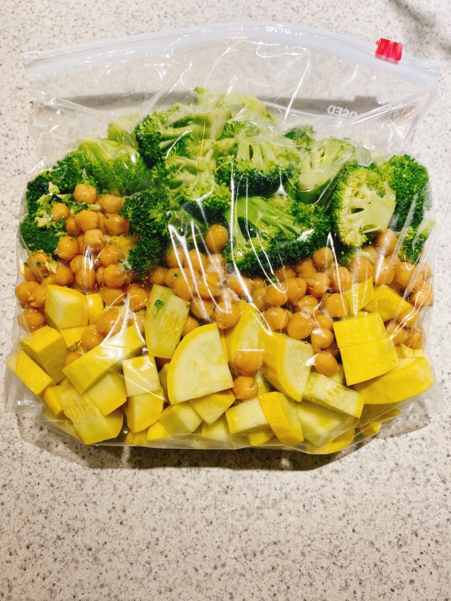 Place the diced squash, chickpeas, and broccoli florets in a gallon ziplock bag.