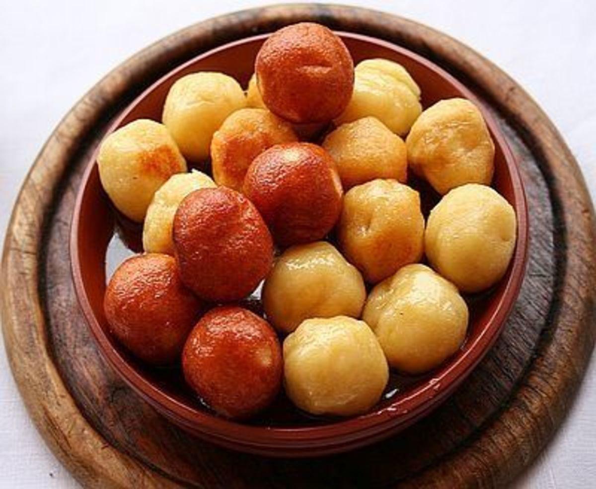 Globuli (Sweet Fried Curd Cheese)