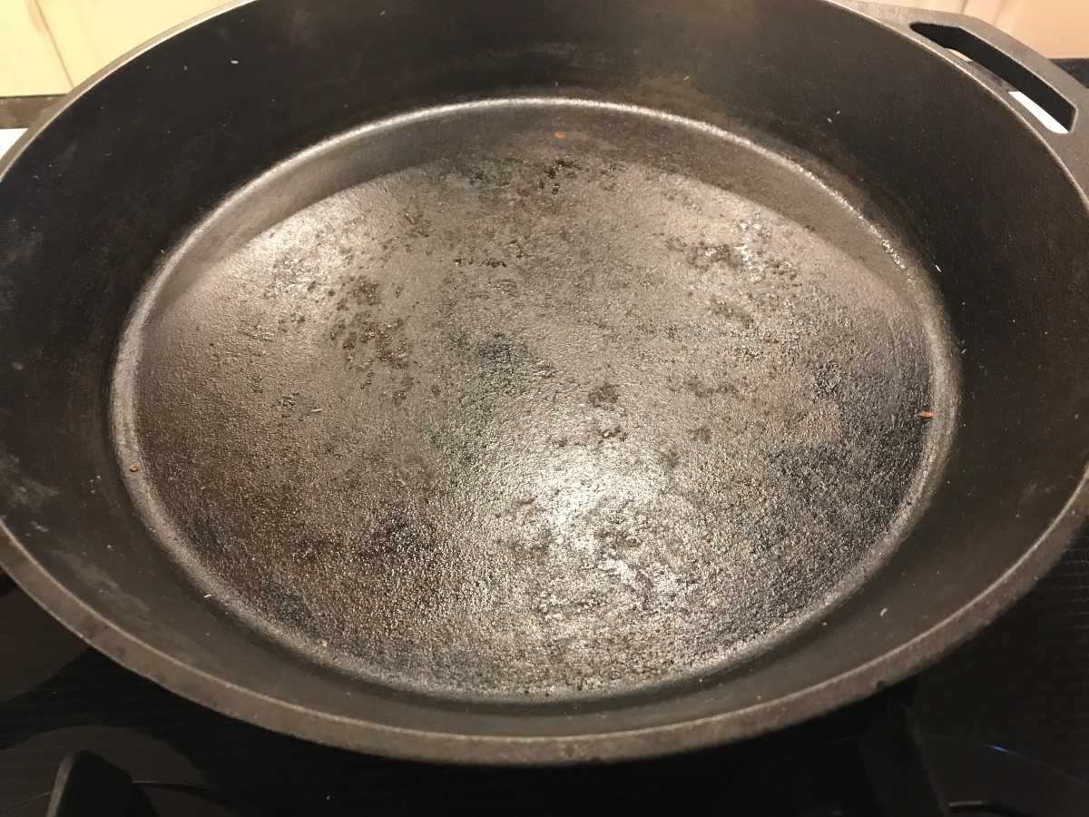 cooking-steak-in-cast-iron-skillet