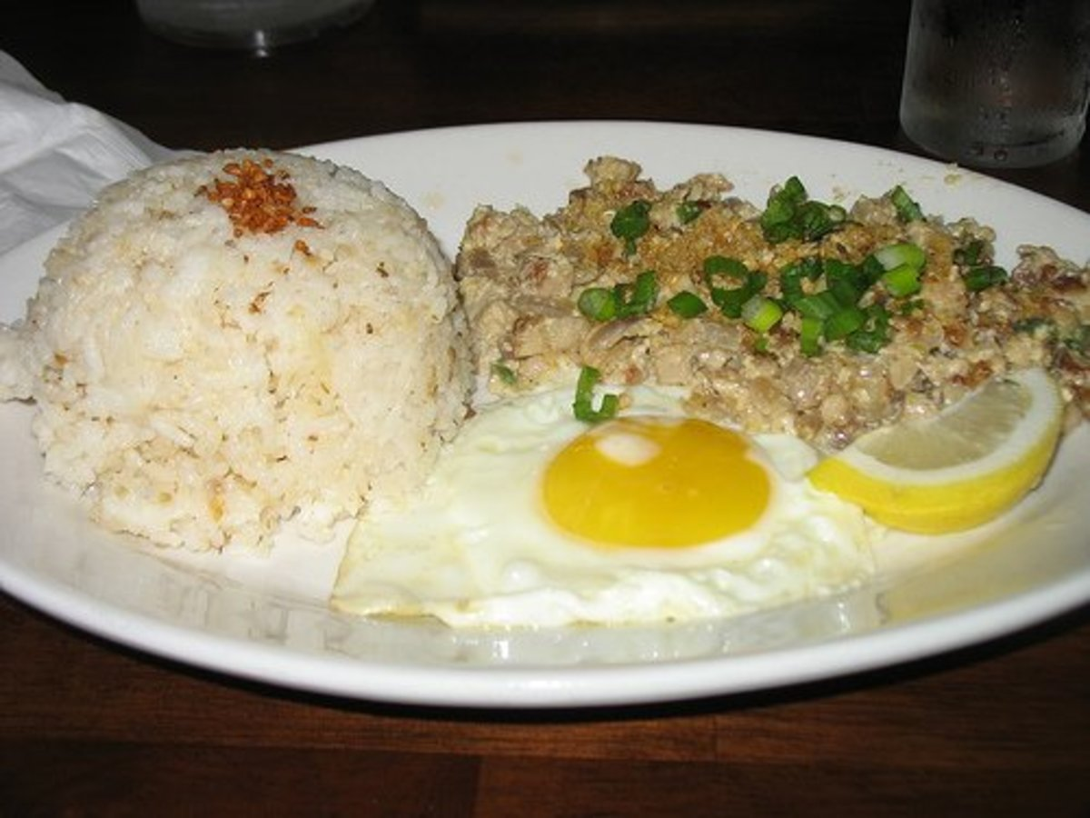 Sisig breakfast by besighyawn (Flickr.com).