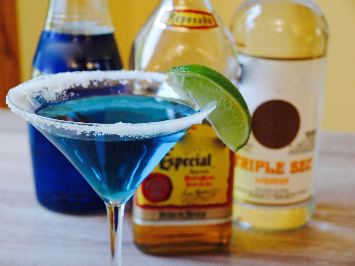 10 delicious blue cura ao cocktails delishably for Cocktail curacao