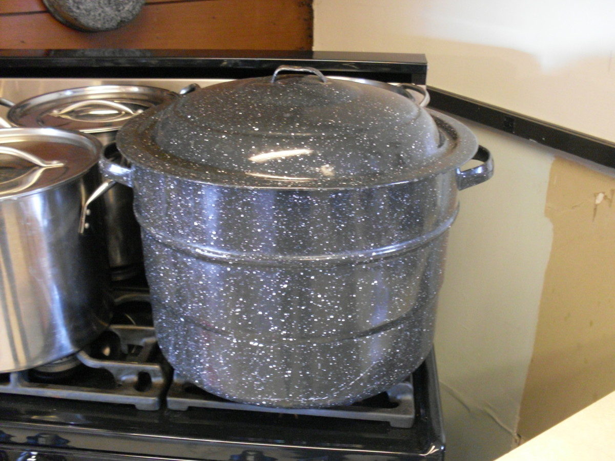 Fill waterbath canner with water to cover filled jars by one inch, and set on to boil. (The stockpots are full of other things I was cooking.)