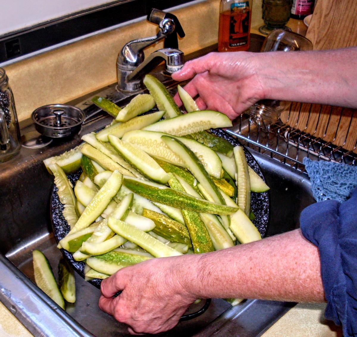 Drain water off cucumber sticks.
