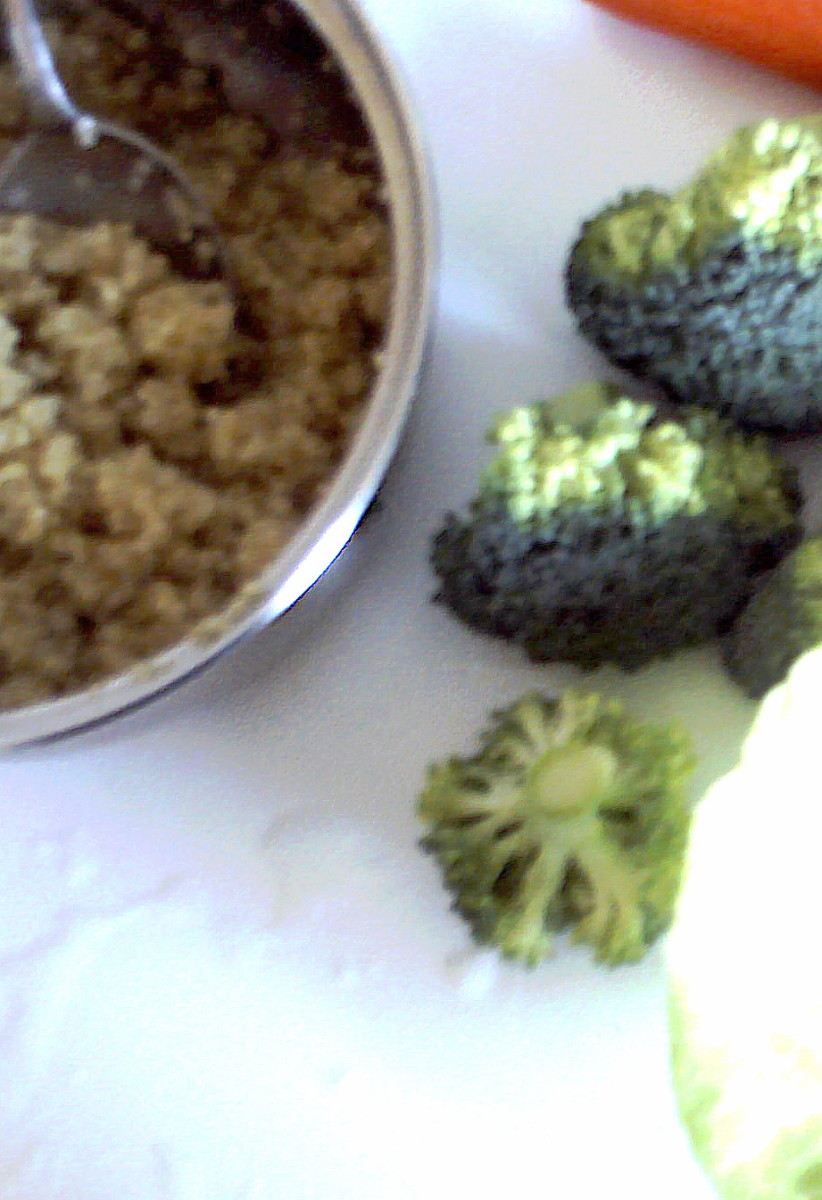Cook 100g (1 cup) of quinoa in 2 cups of water for 15 minutes, then add it to the raw vegetables.
