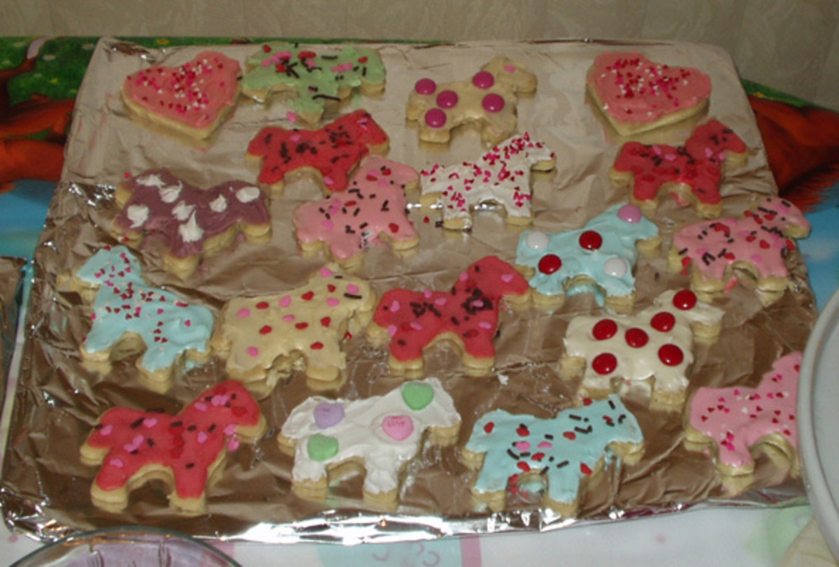 We made and decorated horse shaped cookies for Lacey's 12th birthday to go with her cake. The recipe is below.