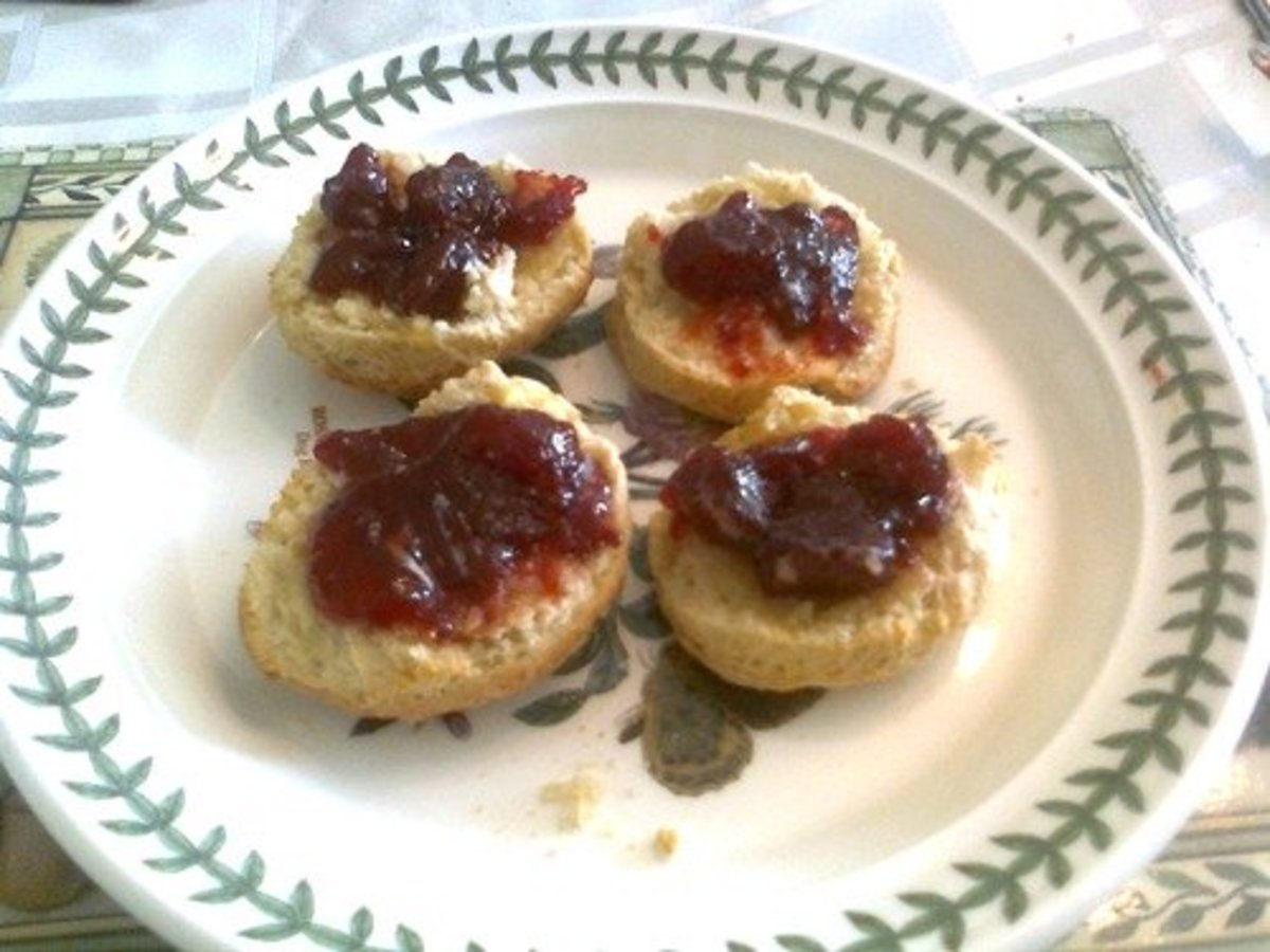 Follow my gluten-free recipe for perfect fluffy scones (biscuits) delicious with jam and cream!