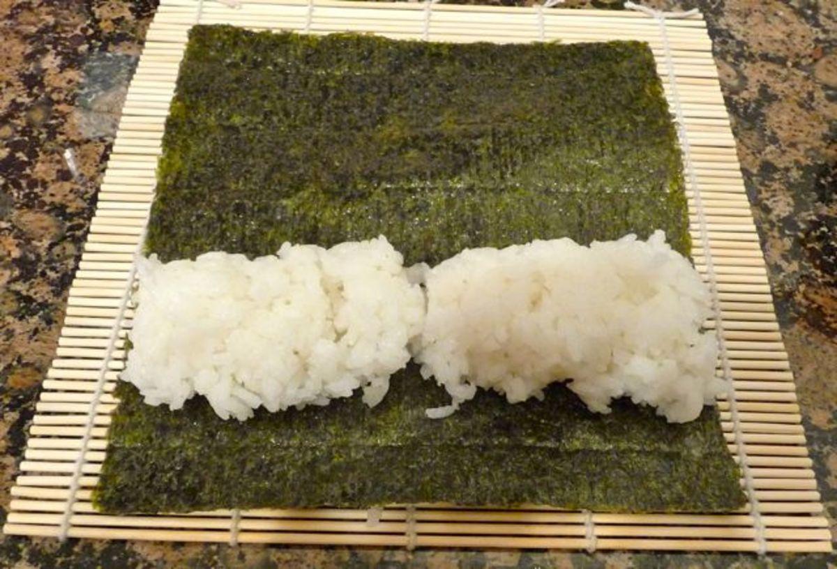 Put 2 handfuls of sushi rice for each maki roll.