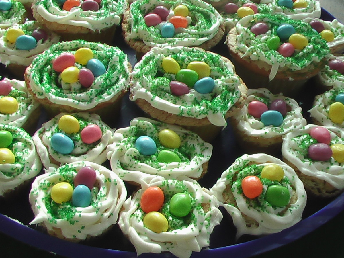 I think my cupcakes were well rescued! Jelly eggs and green sprinkles saved the day!