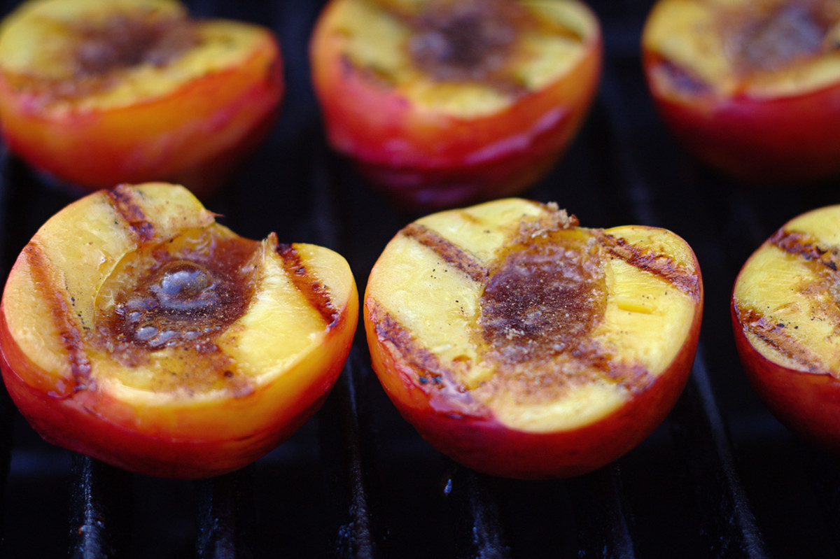 Grilled fruit is an excellent dessert option for diabetics