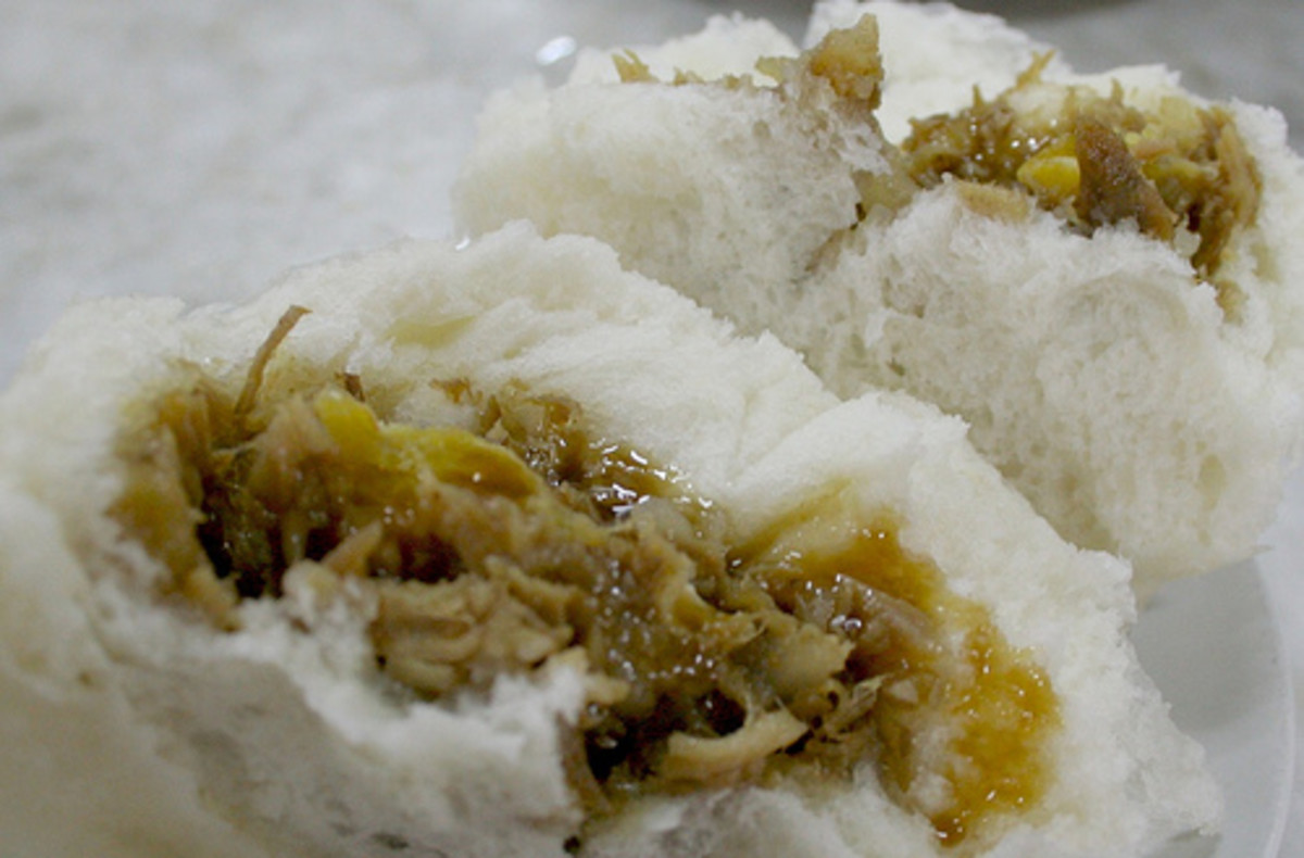 Ma Mon Luk's Special Siopao - CREDIT - www.foodtrippings.com