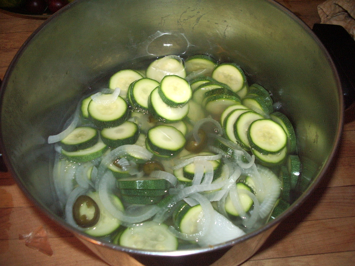 Sliced zucchini in the vinegar mixture