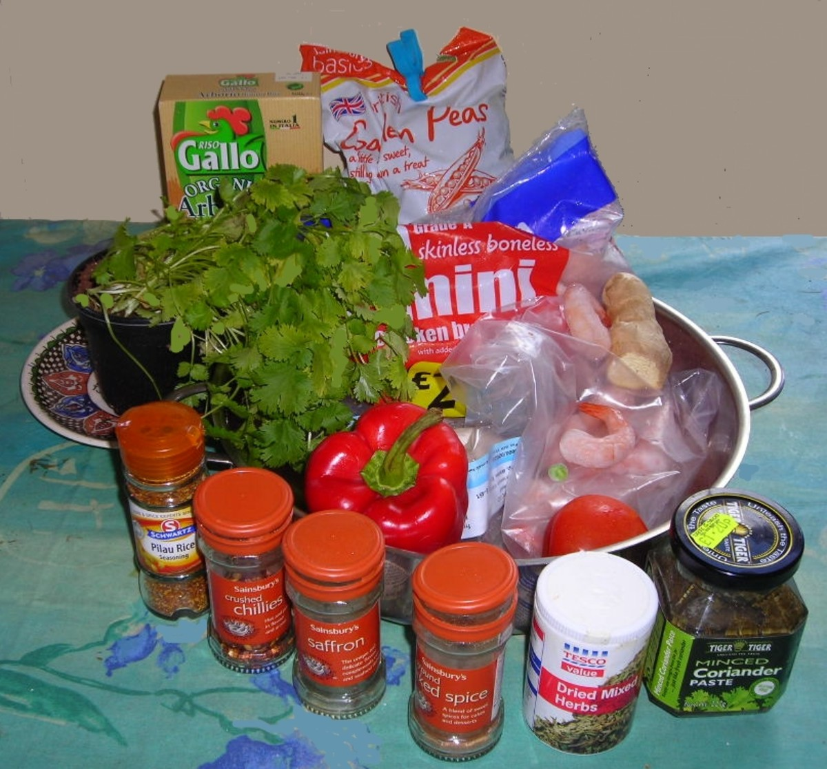 The ingredients for the paella.