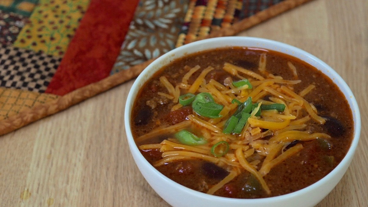 Cheese and chives are just two examples of delicious chili toppings.