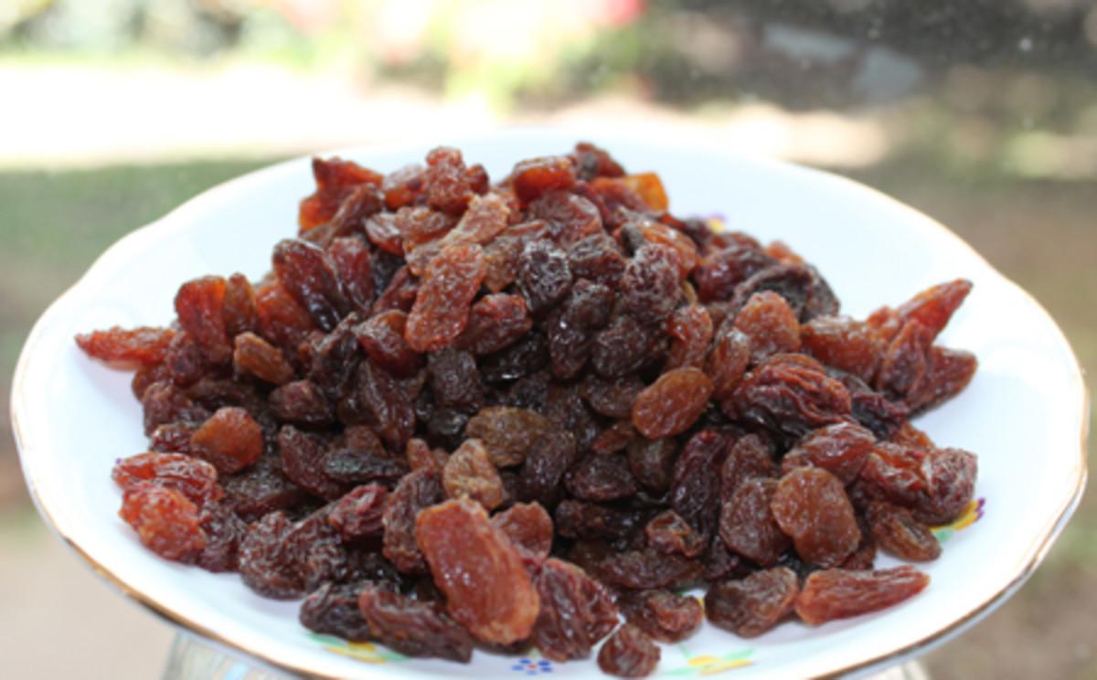 A plate full of juicy sweet Sultanas