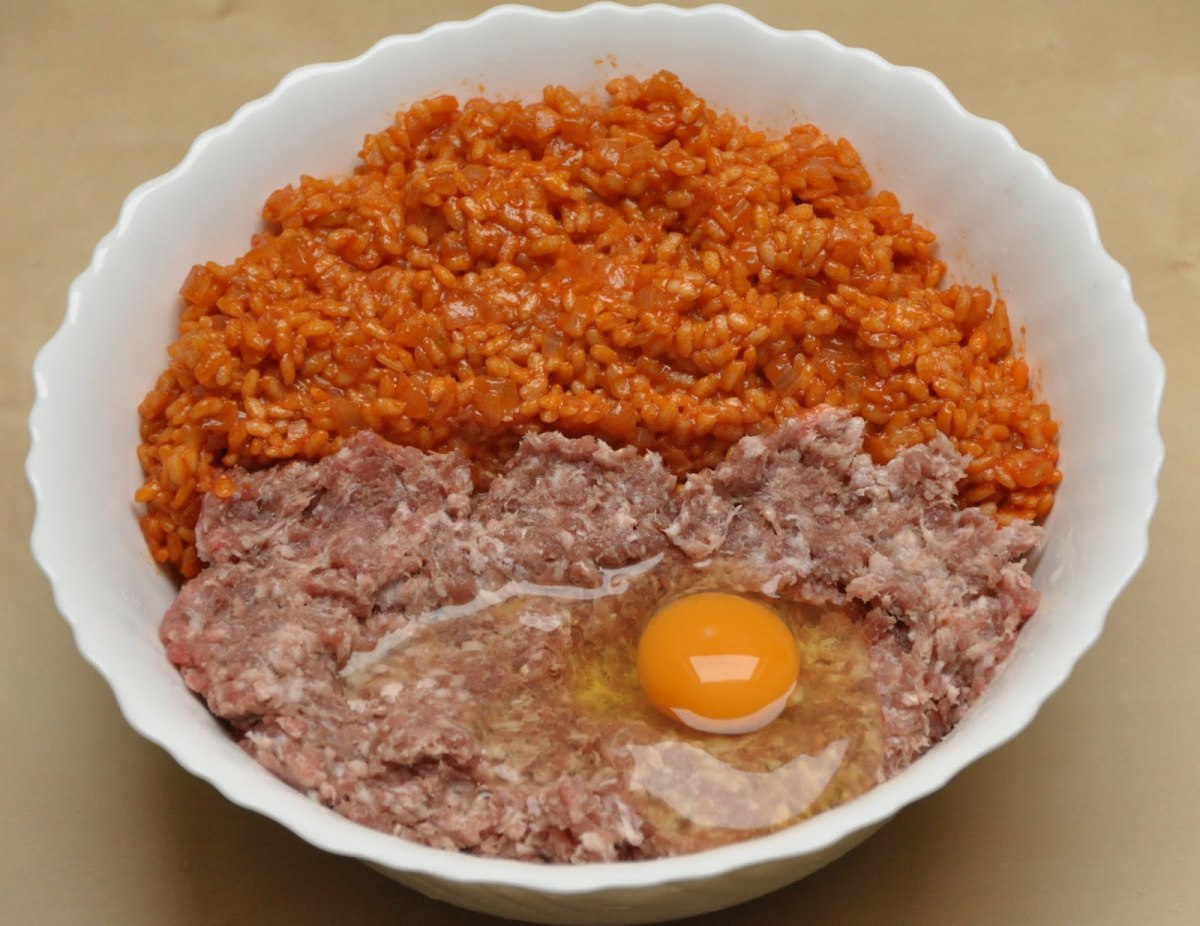 Let the mixture cool and add minced meat and beaten egg
