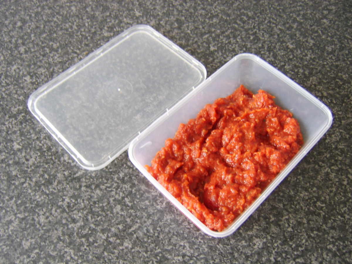 Pizza sauce ready for refrigerating