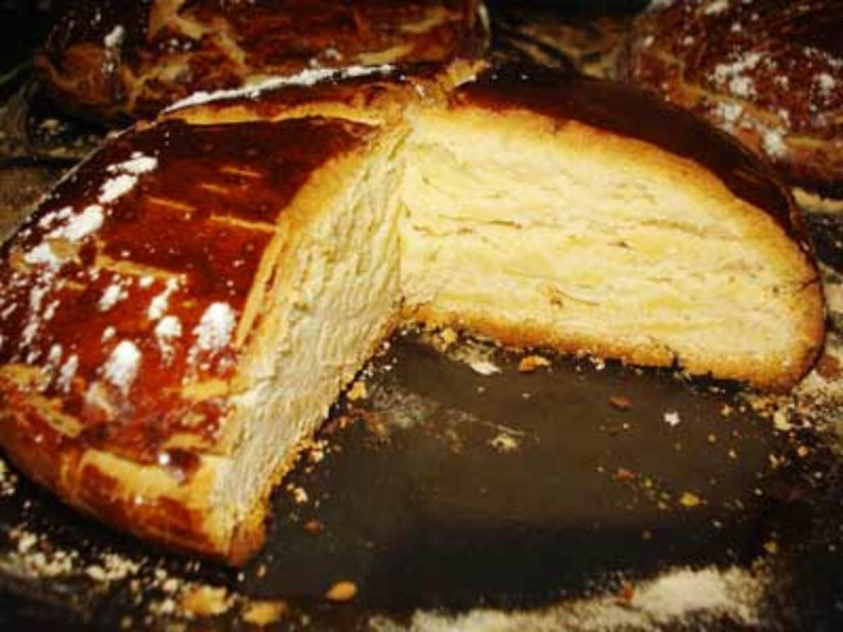 Traditional Dalmatian Easter Bread (This is more or less the shape you are aiming for.)