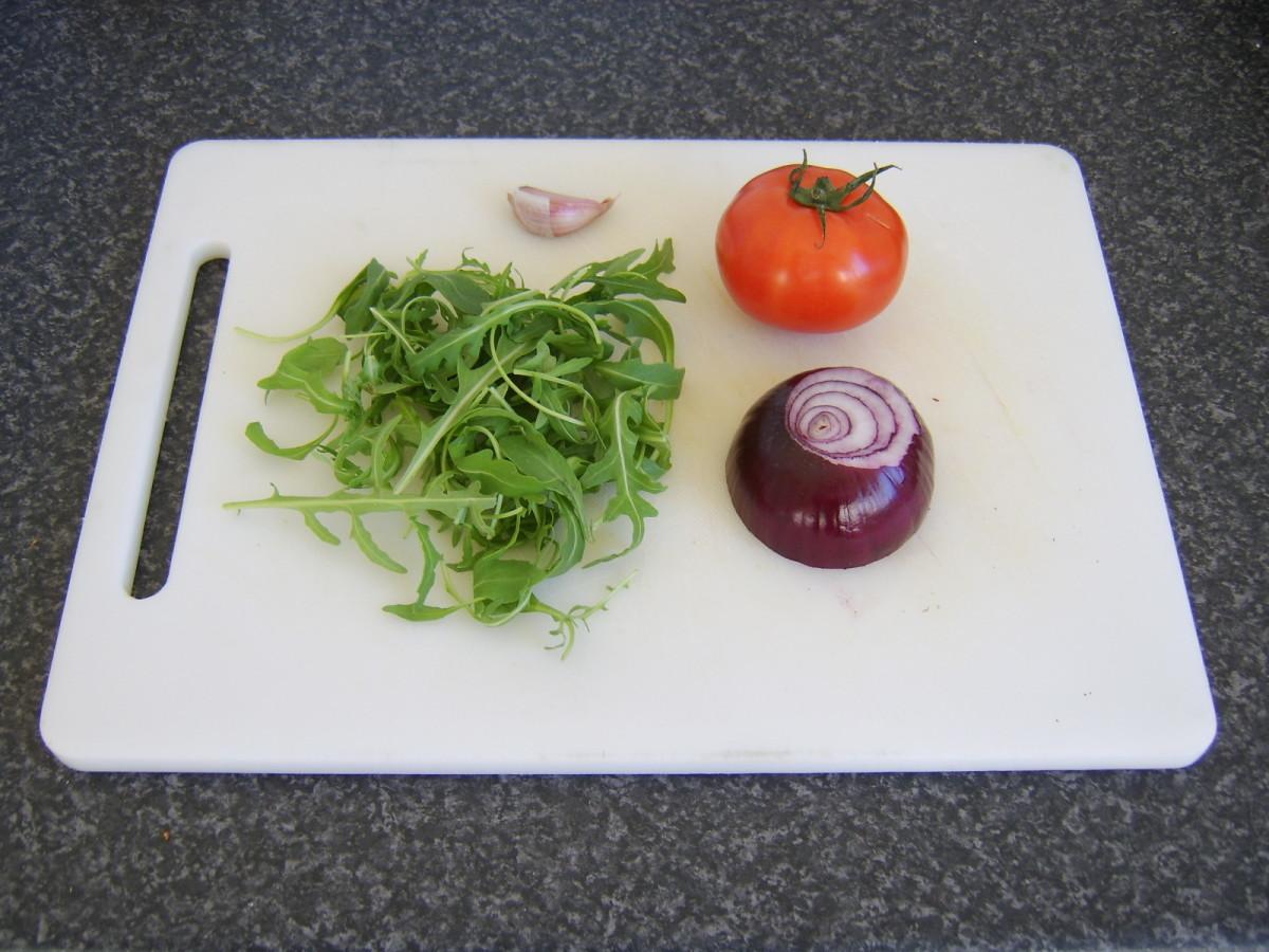 Rocket, tomato, red onion and garlic